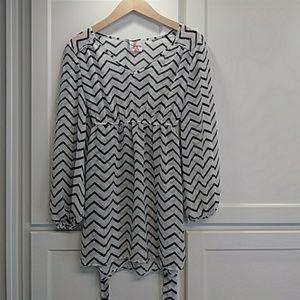 Tops - 5/$25 Sheer flowy maternity shirt